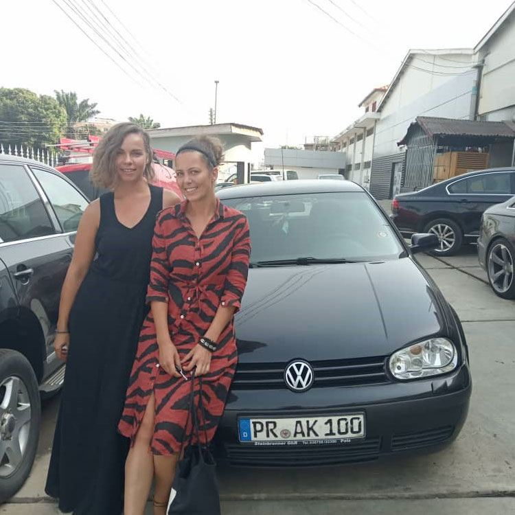 Suse and Andrea with their golf