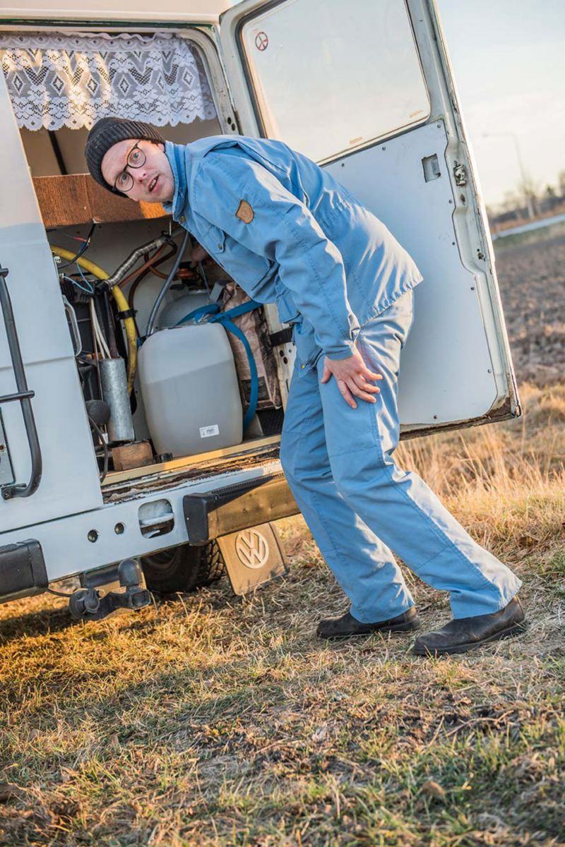 Färskvattentanken och gasflaskorna kontrolleras innan avresa – allt klart!