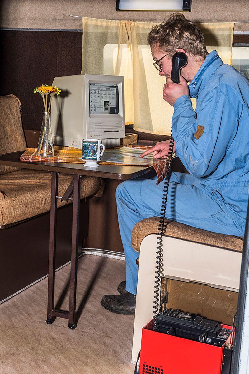 Sven Hedin framför dator modell äldre