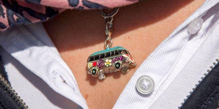 Volkswagen Utilitaires Combi Summer festival 70 ans collier combi
