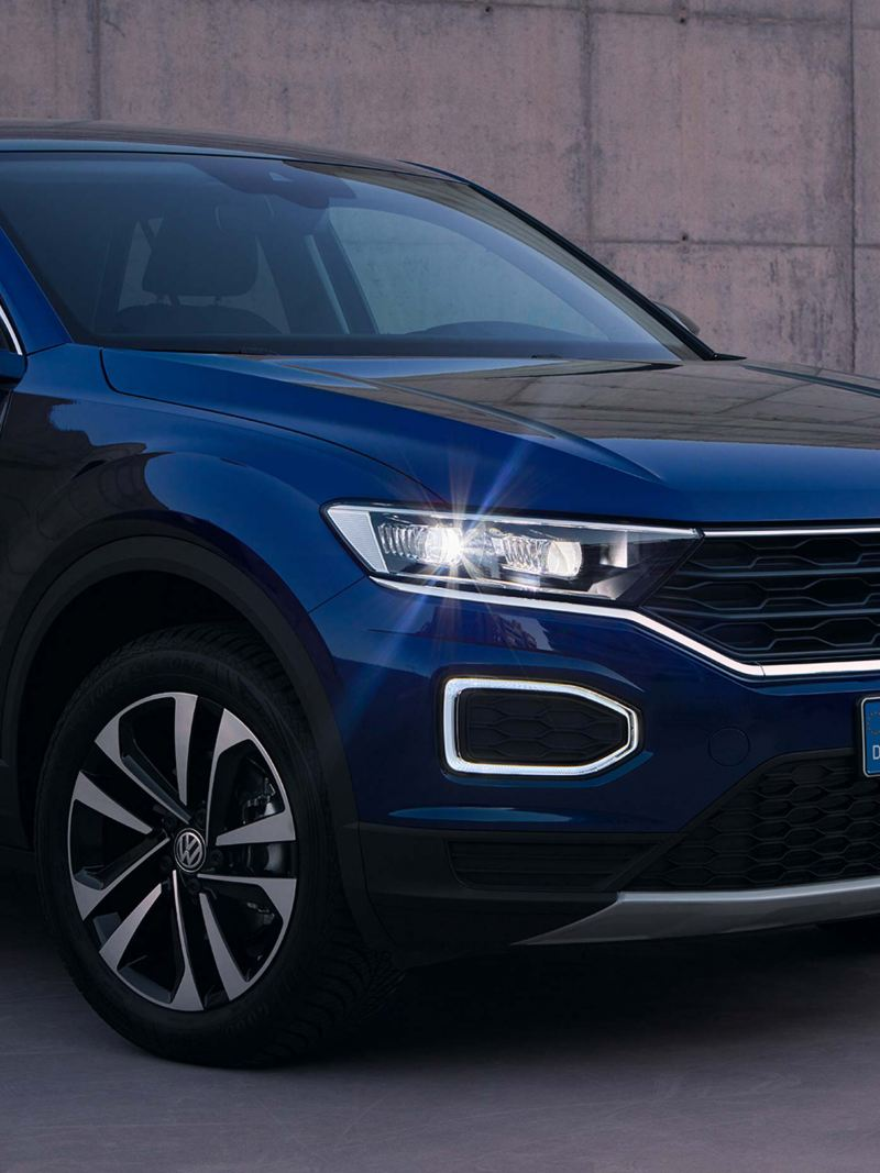 1/4 Front Volkswagen T-Roc UNITED in front of concrete wall