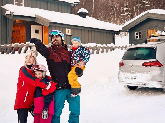 La e-Golf emmène Thomas et sa famille dans toutes leurs aventures en extérieur.