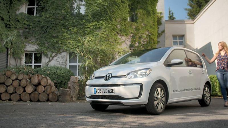 Claire Ewert y su Volkswagen e-up!