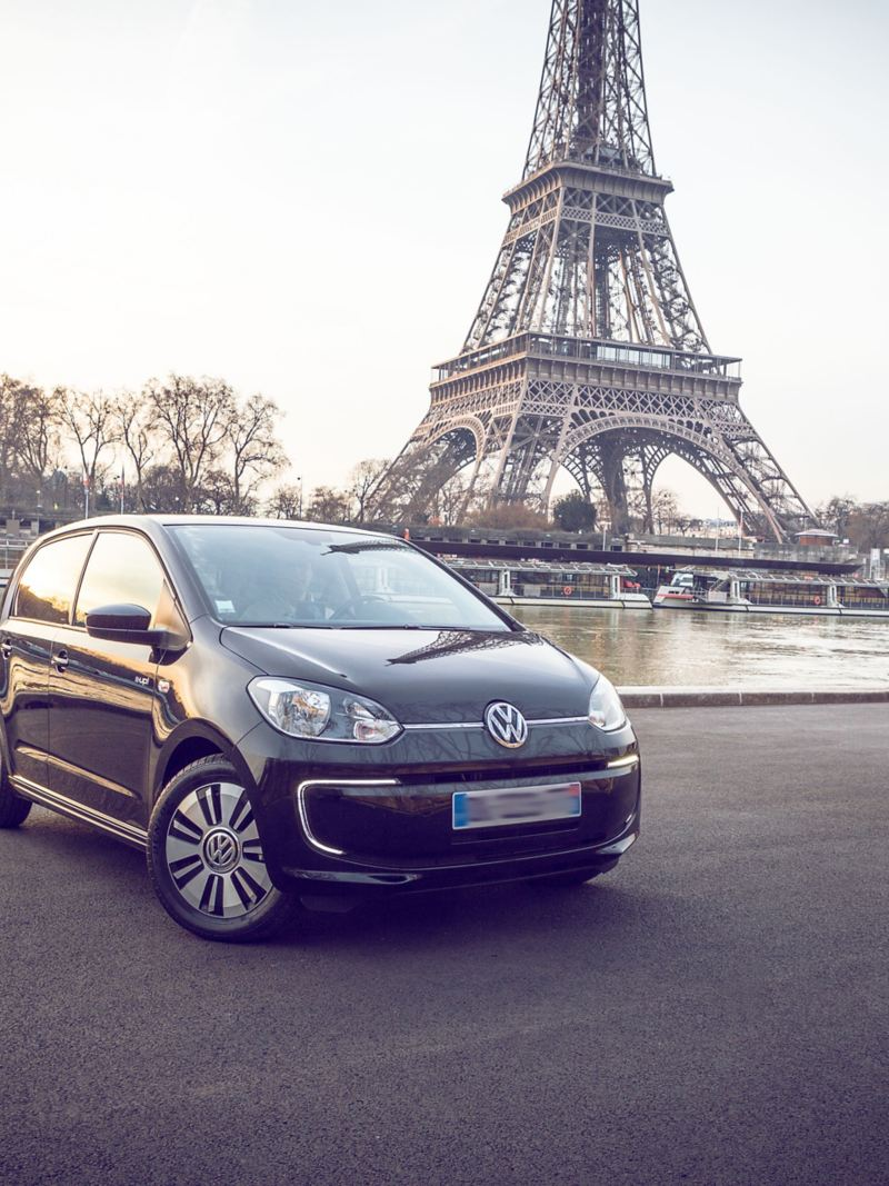 e-up! vor dem Eiffelturm