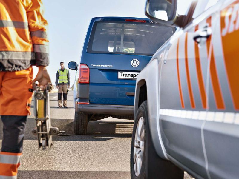 two_mechanics_roadside
