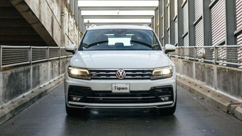 Tiguan Volkswagen, la camioneta familiar en marcha sobre distribuidor vial