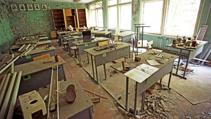 Gripande platser i övergivna Pripjat. Ett övergivet klassrum på en högstadieskola.