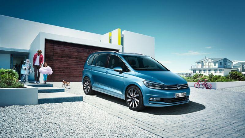 VW Touran garée