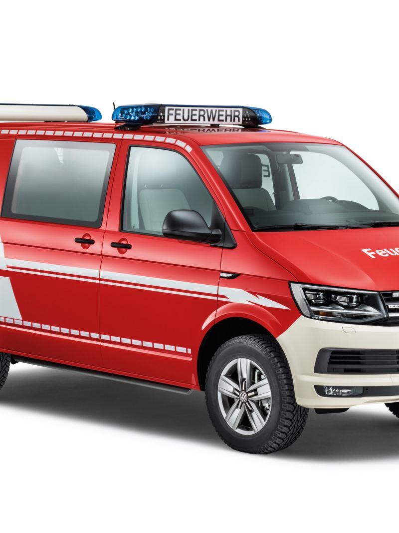 Ein Transporter als Feuerwehrfahrzeug.
