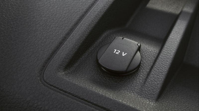 12V-stopcontact bovenop het dashboard