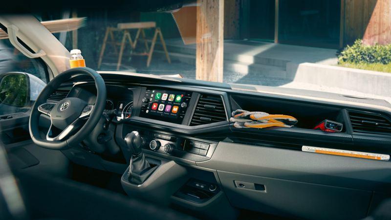 vw Volkswagen Transporter varebil kassebil arbeidsbil firmabil infotainmentskjerm dashboard interiør førerhus We Connect