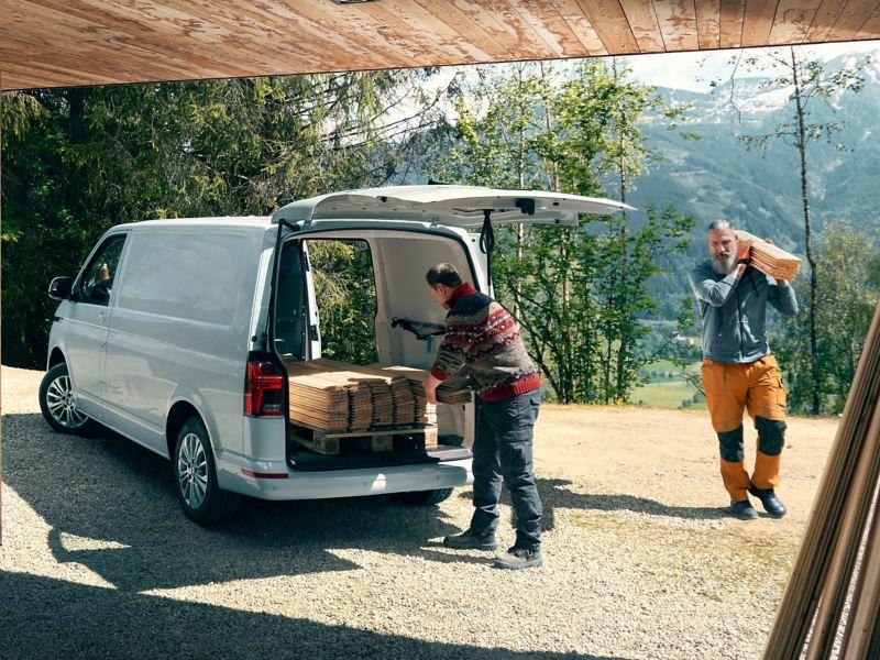 Volkswagen Transporter 6.1 med hantverkare