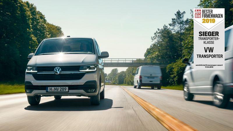 Laut AUTO BILD FIRMENWAGEN der beste Firmenwagen: Der Transporter 6.1 Kastenwagen auf der Straße.