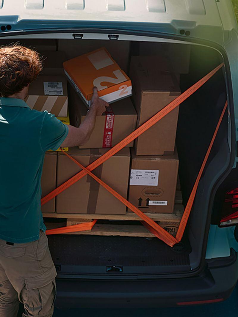 vw Volkswagen Transporter 6.1 varebil lasterom kassebil firmabil budsjåfør budbil varelevering netthandel