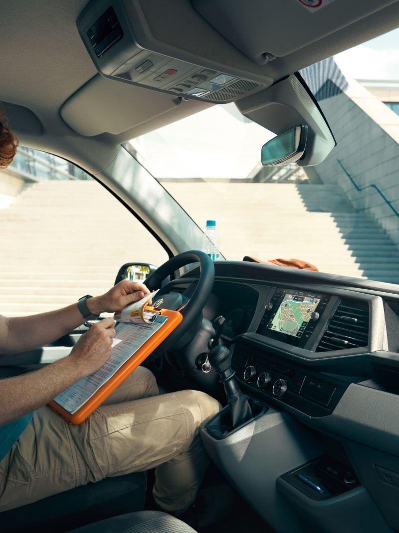 Sedili regolabili in altezza con appoggiabraccia e supporto lombare su Volkswagen Transporter