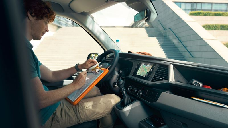 vw Volkswagen Transporter 6.1 varebil førerhus digital cockpit We Connect kassebil firmabil budsjåfør budbil varelevering