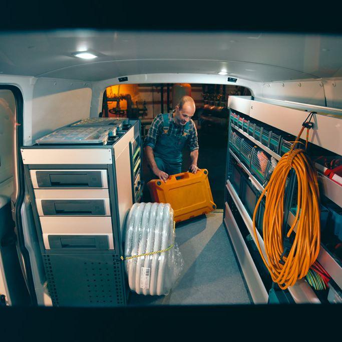 vw Volkswagen Crafter varebil arbeidsbil kassebil stor Sortimo bilinnredning Würth Smartfloor