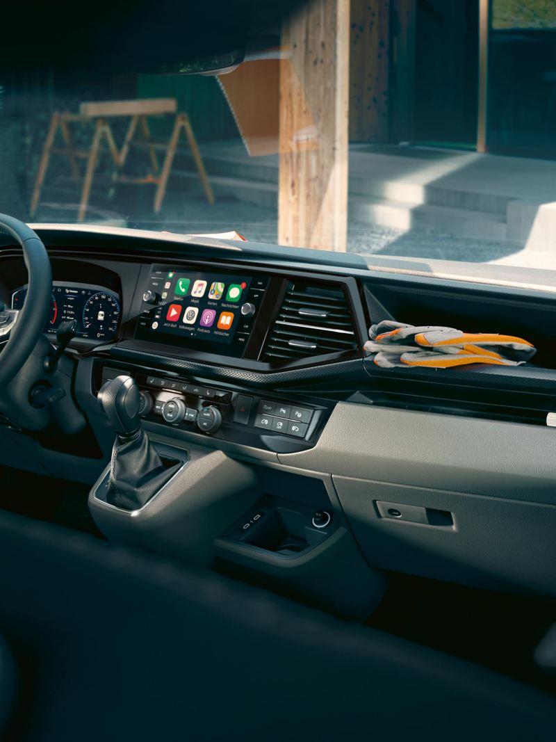 Das Cockpit des Volkswagen Transporter 6.1 Kastenwagen.