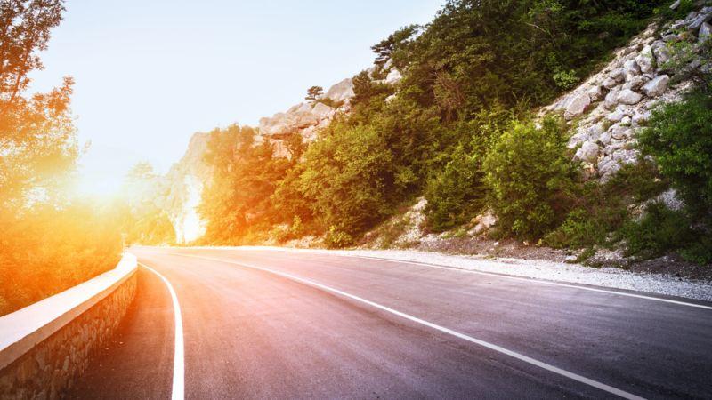 Carretera de montaña en perspectiva