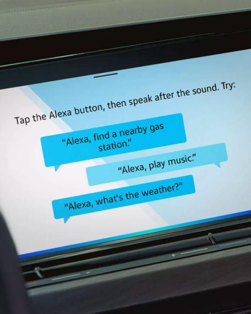 Detalle de la pantalla de Alexa en un Volkswagen Golf 8 GTI