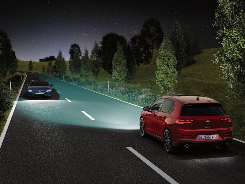 Gráfico del sistema IQ.LIGHT de un Golf 8 GTI enfrentando a otro coche en carretera