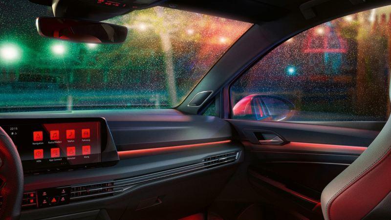 Vista del salpicadero y la luna frontal de un Volkswagen Golf GTI