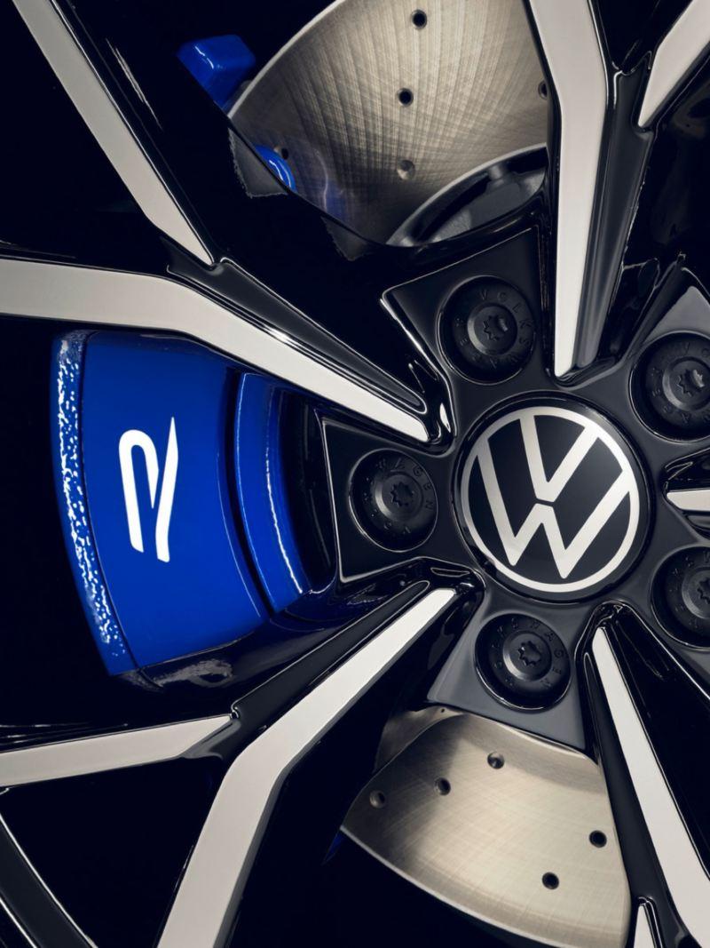 Detalle de la llanta de un Volkswagen Tiguan R