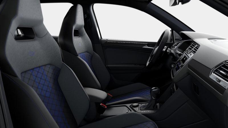 Vista interior del puesto de conducción de un Volkswagen Tiguan R