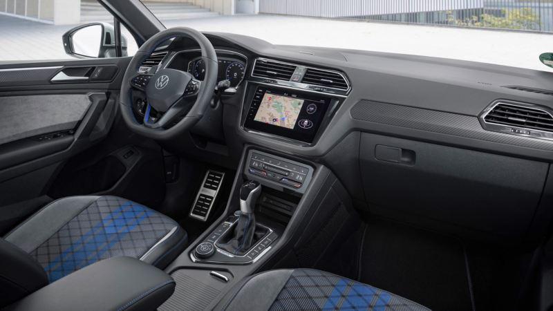 Vista del puesto de conducción y el salpicadero del Volkswagen Tiguan R