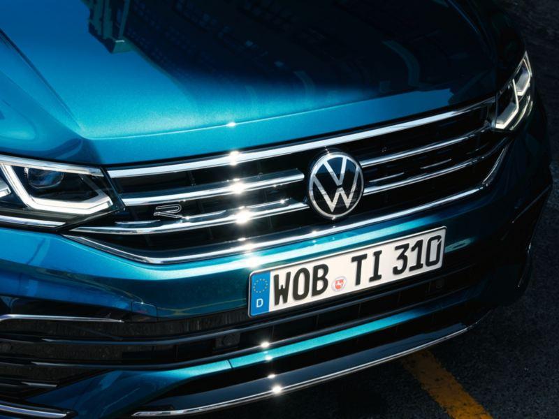 Detalle del frontal y los faros de un Nuevo Volkswagen Tiguan
