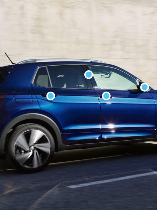Vista lateral de un T-Cross Volkswagen con puntos azules indicando zonas de higienización