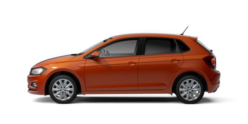 Vista lateral de un Volkswagen Polo naranja sin fondo