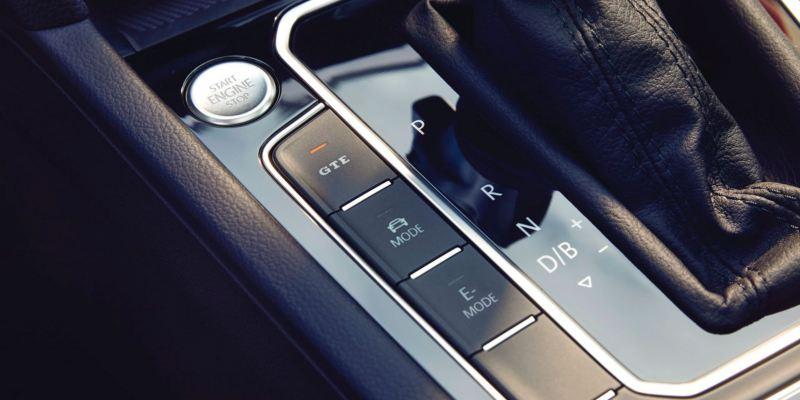 Detalle del panel de control del Volkswagen Passat Variant GTE
