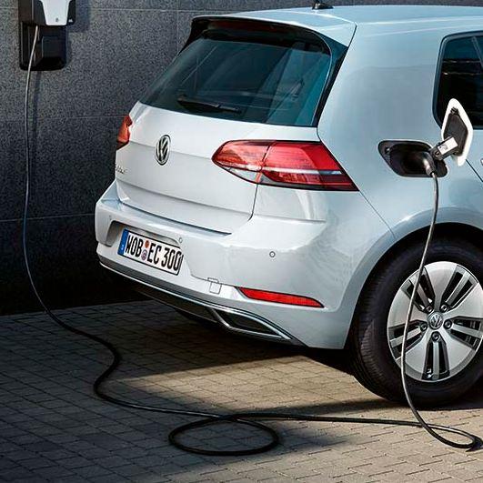 Volkswagen e-Golf cargando