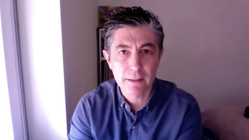 Imagen de una conversación por webcam con Fernando Trias de Bes