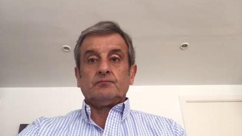 Imagen de una conversación por webcam con Luis Moya