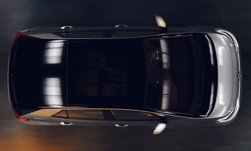 Vista superior de un Nuevo Volkswagen ID.3 gris aparcado en un hangar en la penumbra