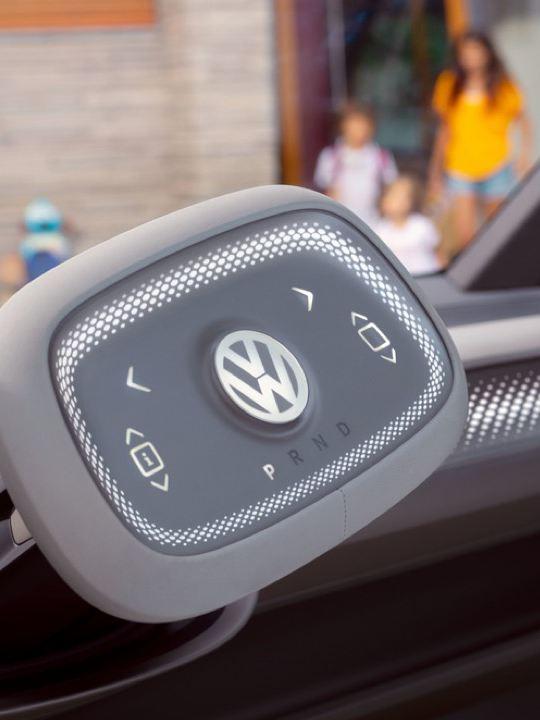 Detalle del volante de un Volkswagen ID. Crozz