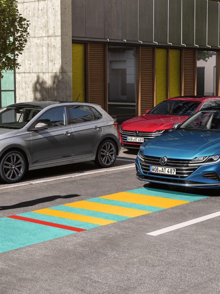Gráfico del asistente frontal de un Nuevo Volkswagen Arteon azul