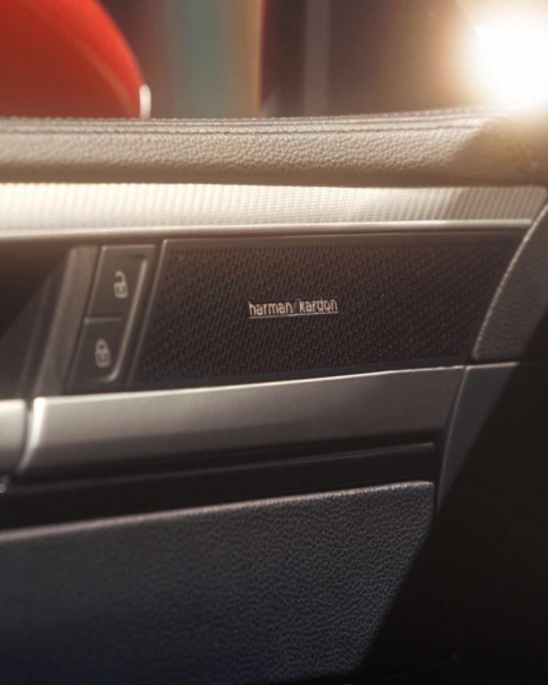 Detalle del sistema de sonido Harman Kardon de un Nuevo Volkswagen Arteon
