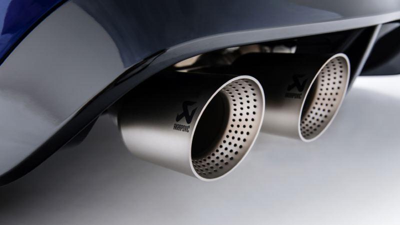 Detalle de los tubos de escape del Volkswagen Golf 8 R