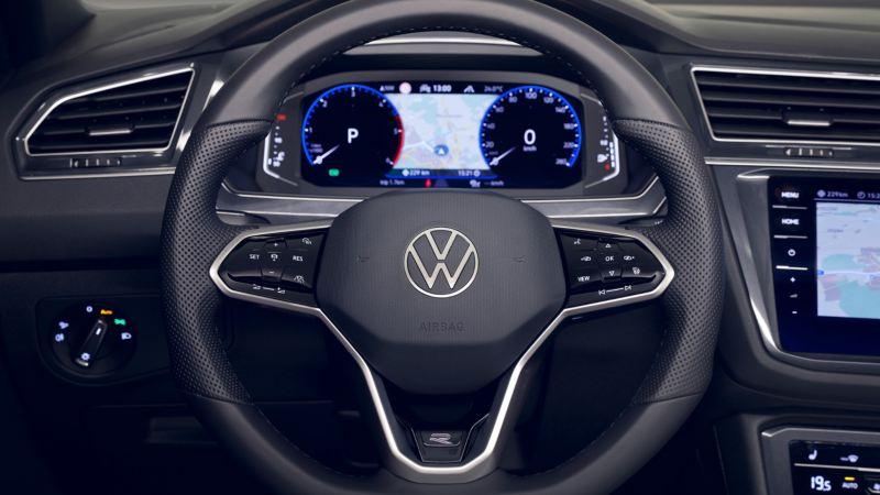 Detalle del volante y el Digital Cockpit de un Volkswagen Tiguan