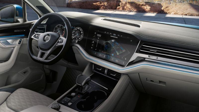 Vista del volante multifunción y del Innovision Cockpit del Volkswagen Touareg eHybrid