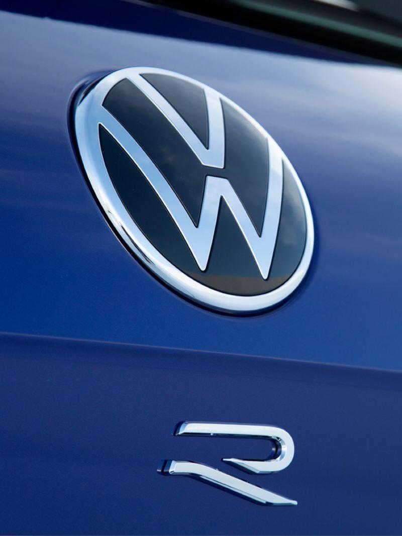 Detalle del emblema del Volkswagen Touareg R