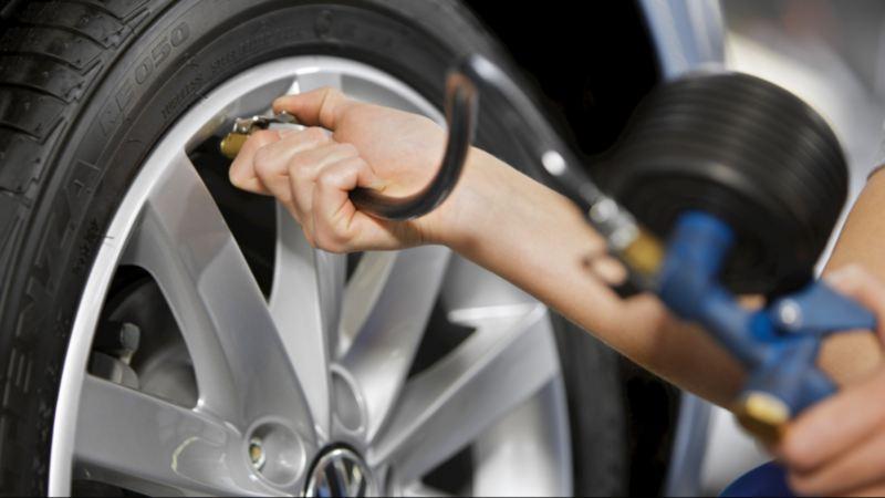 Identifying tyre pressures.