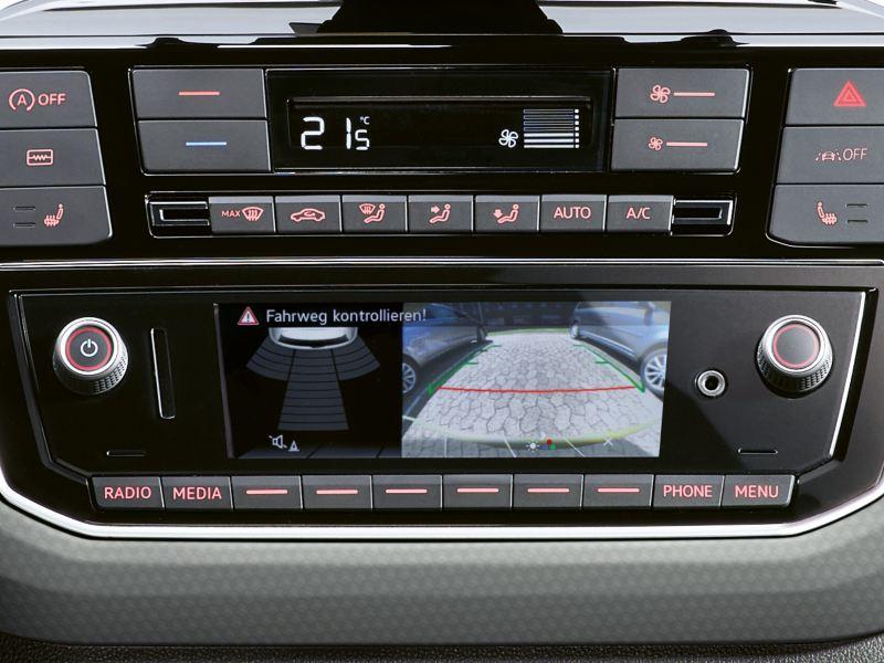 """Telecamera per la retromarcia """"Rear View"""" nel sistema infotainment di Nuova up! Volkswagen"""
