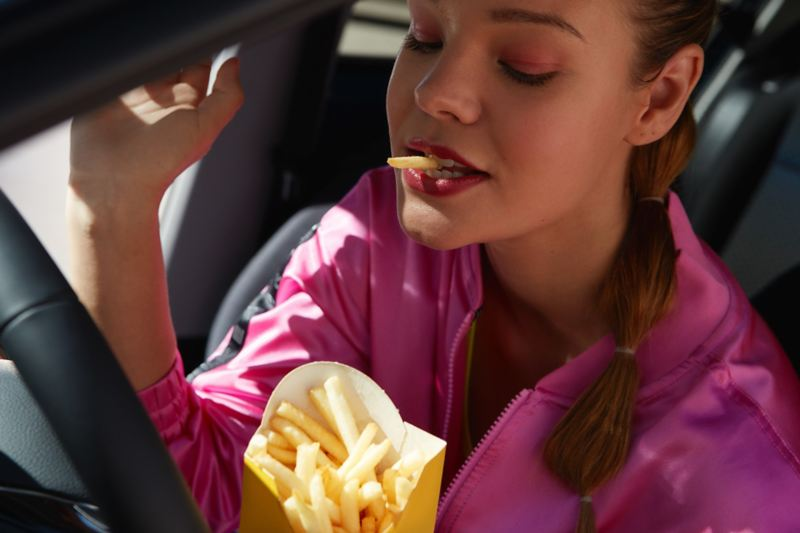 VW-up! UNITED woman eating fries