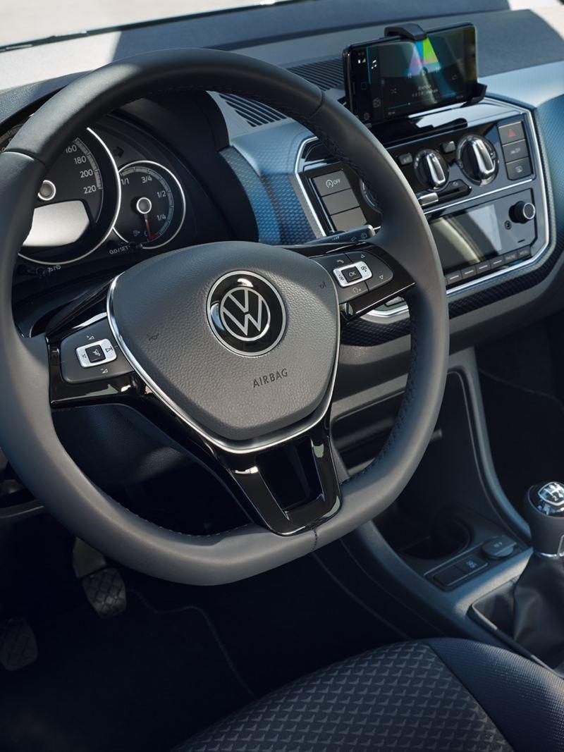 VW up! UNITED Blick durch Fahrerfenster auf Cockpit