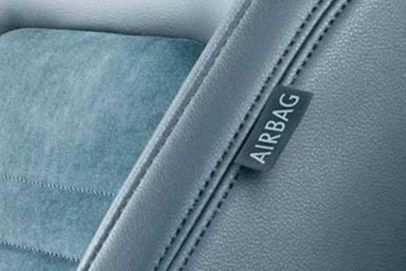 Airbag label inside a Volkswagen Passat Estate.