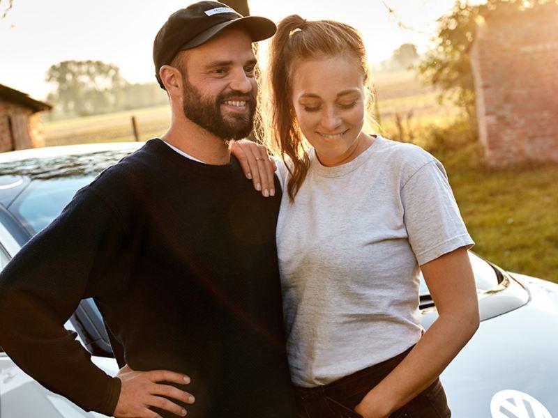 Anna et Marcus devant le concept-carID.